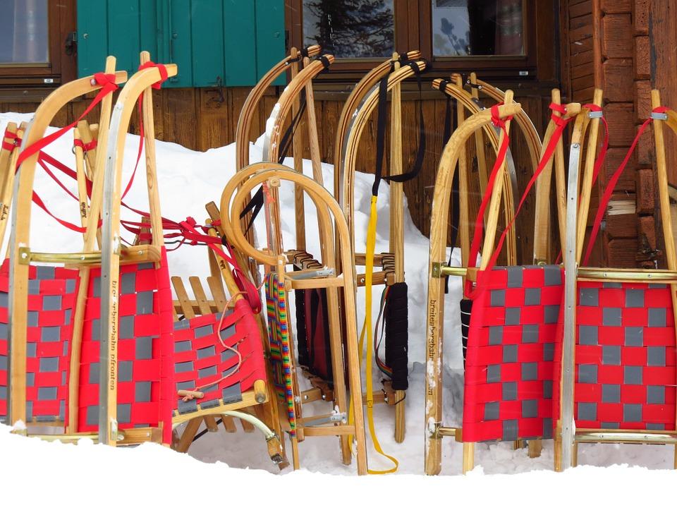alpine-lodge-christmas-party-themes